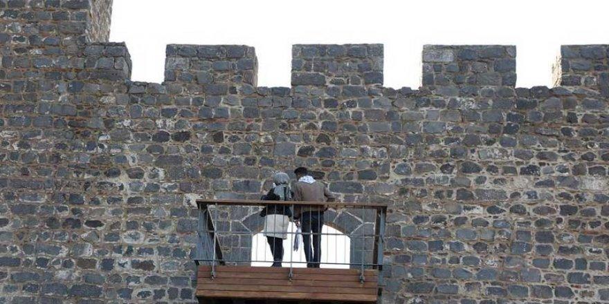 7 bin yıllık Surlara balkon yapıldı