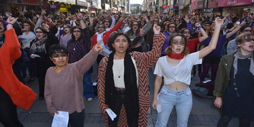 Las Tesis eylemine katılan öğrencilerin bursu kesildi