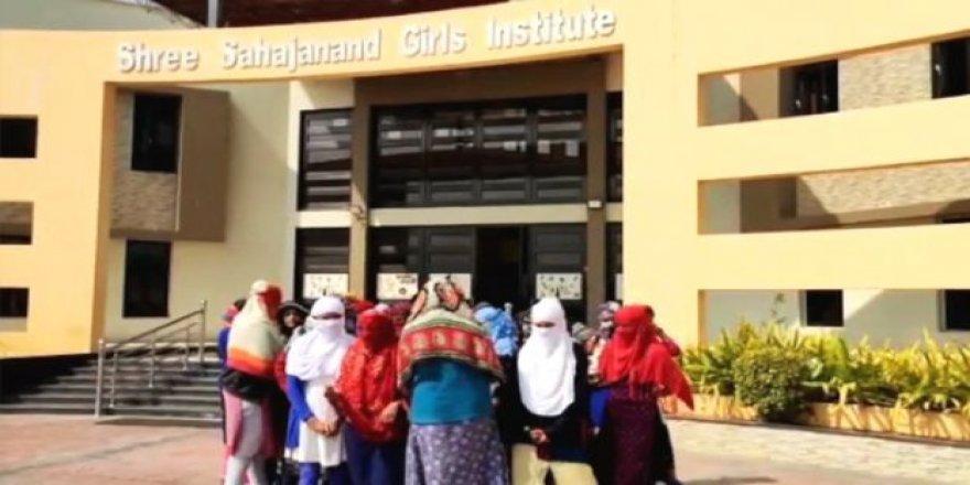 Hindistan'da onlarca lise öğrencisi regl olmadıklarını kanıtlamak için soyunmaya zorlandı