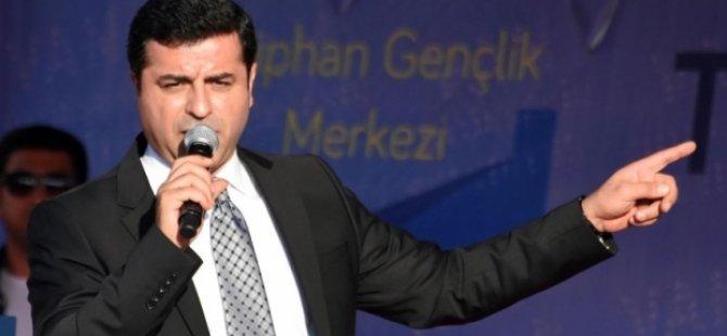 Demirtaş'a Türkiye Cumhuriyeti'ni alanen aşağılamak suçundan dava açıldı