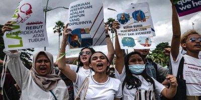 8 Mart Dünya Kadınlar Günü: Kadınlar dünyanın dört yanında sokaklara çıktı
